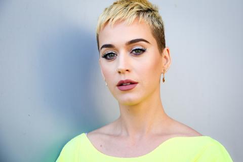 Jetzt verrät Katy Perry endlich den traurigen Grund ihrer neuen Frisur!