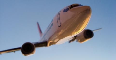 Frau zwingt Flugzeug zur Umkehr, denn sie hat etwas Wichtiges am Flughafen vergessen