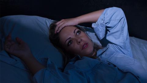 Schlaf-Phobie: Mutter kann aus Angst vor einer bestimmten Sache nicht mehr schlafen!