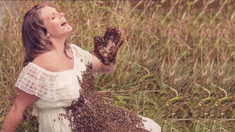 Shooting mit Bienen: Darum setzt diese Frau sich und ihr ungeborenes Kind der Gefahr aus