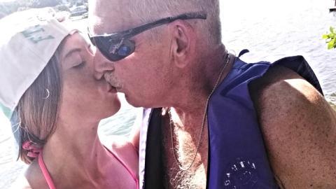 Er ist 62, sie 19: Die Reaktion ihrer Familie ist heftig!