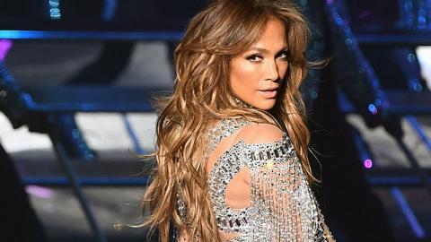 Jennifer Lopez sieht in ihrem Badeanzug einfach atemberaubend aus!