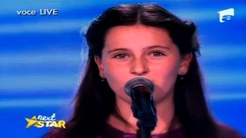 Die Stimme dieser jungen Sängerin wird Ihnen das Herz zerreißen. Ein echter emotionaler Augenblick.