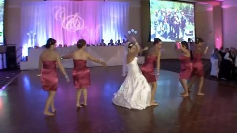 Braut und Brautjungfern bei dynamischem Brauttanz! Da geht was ab!