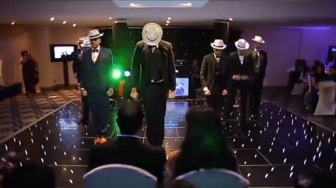 Die sieben Brüder der Braut überraschen sie mit einer unglaublichen Hochzeits-Show