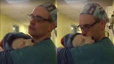 Ein Tierarzt tröstet einen vor Angst winselnden Welpen...Wie er das macht, ist zum Dahinschmelzen!