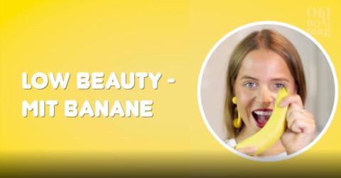 Low Beauty: Sie nimmt eine Banane. Unglaublich wie weich ihre Haut danach ist