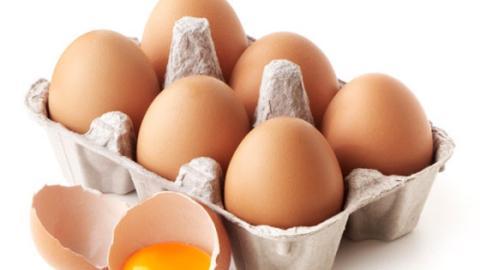 Warum du Eier niemals in die Kühlschranktür stellen solltest