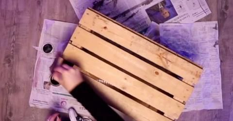 Sie lackiert alte Holzkisten: Das Ergebnis ist ein echter Hingucker