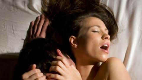 Weibliche Ejakulation: So kommt es zum feuchten Orgasmus