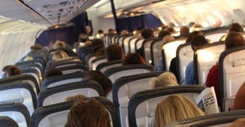 Ekel-Alarm: 5 Dinge, die ihr im Flugzeug nie anfassen solltet