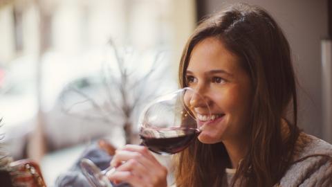 Gesetzliches Schlupfloch sorgt dafür, dass ekelhafte Substanzen legal in Weinflaschen landen