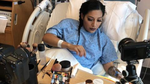 Verstörender neuer Trend: Darum schminken sich immer mehr Frauen kurz vor der Geburt