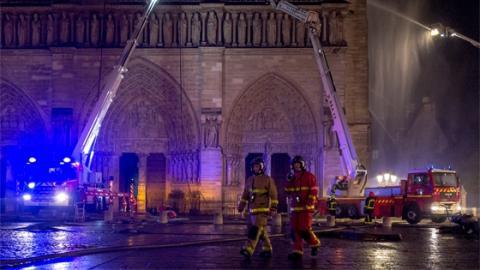 Heldenhafte Bilder: Aufnahmen der Pariser Feuerwehr beim Kampf um Notre-Dame