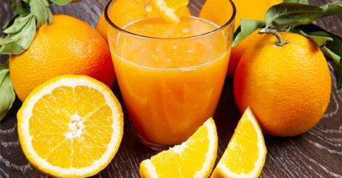 Sie trinkt jeden Tag ein Glas Orangensaft: So wirkt es sich auf ihren Körper aus