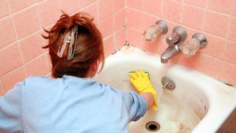 Zimmermädchen packt aus: Hände weg von dieser Keimschleuder im Bad
