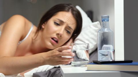 Dieses Risiko birgt schales Wasser für deine Gesundheit
