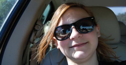Sie macht ein Selfie im Auto. Was sie auf dem Bild entdeckt, lässt ihr den Atem stocken!