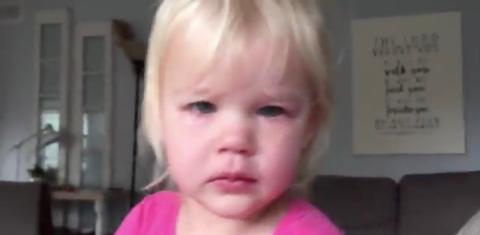 Sie weint nach einem schlechten Traum. Doch dann passiert etwas Wunderbares!