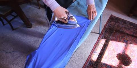 Mit diesem Tipp bügelst du deine Kleidung doppelt so schnell!