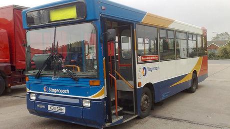 Sie kaufen diesen alten Bus auf eBay. Wahnsinn, was sie daraus machen!