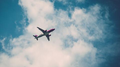 Wo fliegt dieses Flugzeug wohl hin? Damit kannst du es ganz leicht herausfinden!