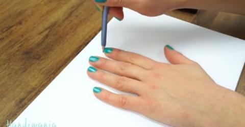 Sie nimmt ihre Hand, einen Stift, ein Blatt Papier. Das Ergebnis ist einfach unglaublich!