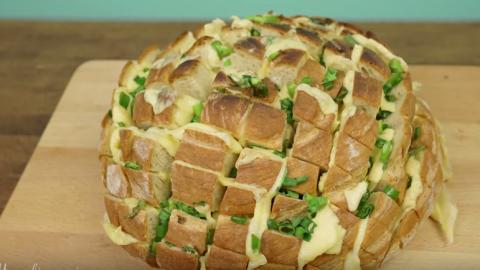 Dieses gefüllte Brot ist jetzt der letzte Schrei bei jeder Feier!