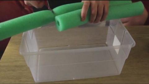 Eine schwimmende Box zum Kühlhalten von Getränken zum Selbermachen