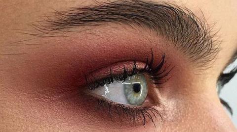 Das ist die Trendfarbe des Winters - perfekt für Smokey Eyes