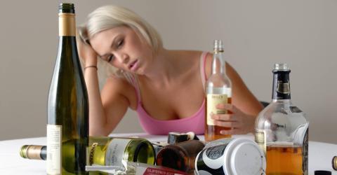Alkoholkonsum: Je älter man wird, umso heftiger wird der Tag danach