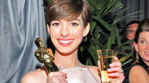 Anne Hathaway will 18 Jahre lang auf Alkohol verzichten. Der Grund ist rührend!