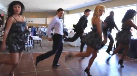 Dieser Mann organisierte für die Hochzeit seiner besten Freundin eine tolle Überraschung