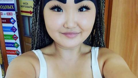 Anzhelika Protodyakonova: Russische Beauty-Bloggerin mit großen Augenbrauen