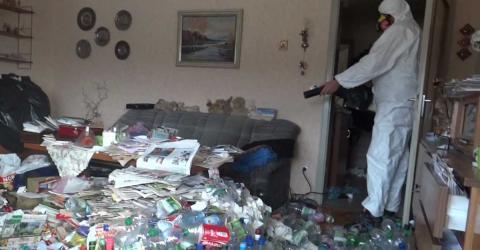 Messie-Wohnung: Erschütternder Fund hinter dem Sofa