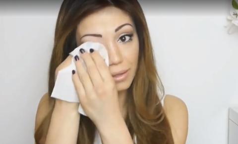 Als diese Frau sich abschminkt, zeigt sich wie krank sie wirklich ist