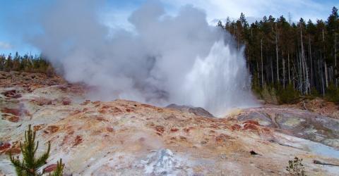 Wissenschaftler entsetzt: Geysir spuckt nach 60 Jahren etwas Unfassbares aus