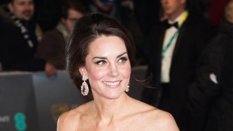 Mode- und umweltbewusst: Mit ihrem Kleid versetzt Kate Middleton ganz England in Staunen