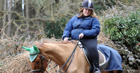 Für ein Pferdefoto erntet sie Hass und einen Gerichtsbescheid