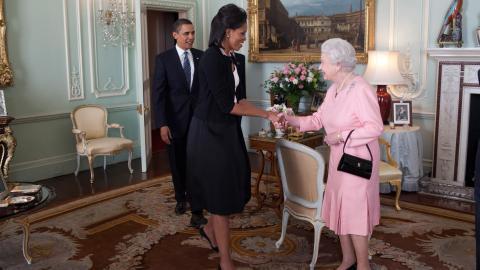 Michelle Obama: Das Geheimnis hinter dem Umarmungs-Fauxpas mit der Queen