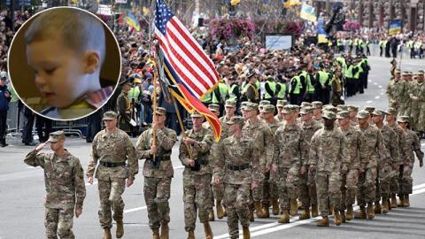 Dieser Dreijährige sprengt eine Militärparade - Der Grund ist herzzerreißend