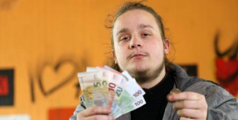 Armes Deutschland: Zuschauer sprachlos, als junger Hartz-IV-Empfänger Geld in Holland verprasst