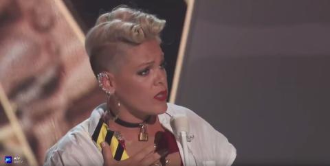 Wegen schlimmer Ausbeutung: Rock-Sängerin Pink schlägt jetzt zurück!