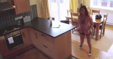 Mann filmt Putzfrau heimlich mit Überwachungskamera. Was macht sie denn da?