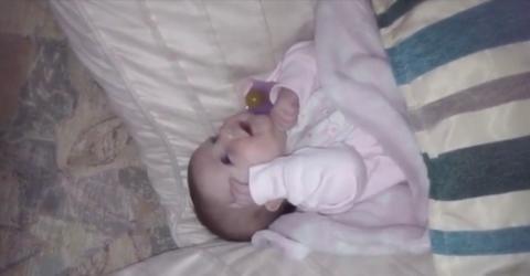 Er filmt im perfekten Moment: Seine Tochter spricht ihre erstes Wort