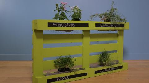 DIY: So machst du einen Pflanzentrog aus einer Europalette