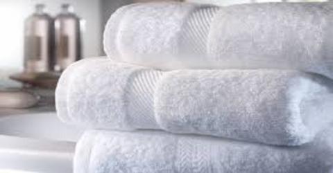 Mit diesen einfachen Tricks bleiben eure Handtücher immer weich