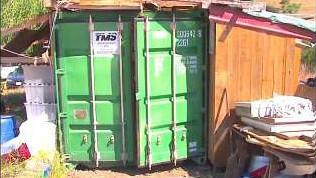 Sie wohnen in einem Container. Doch das Innere birgt eine Überraschung
