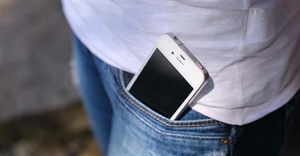 Handy in der Hosentasche: Gefahr auch für Frauen