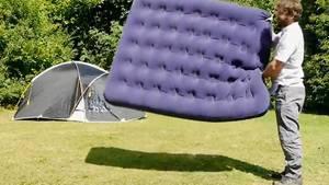entdecken sie wie eine matratze ohne luftpumpe aufgepumpt. Black Bedroom Furniture Sets. Home Design Ideas
